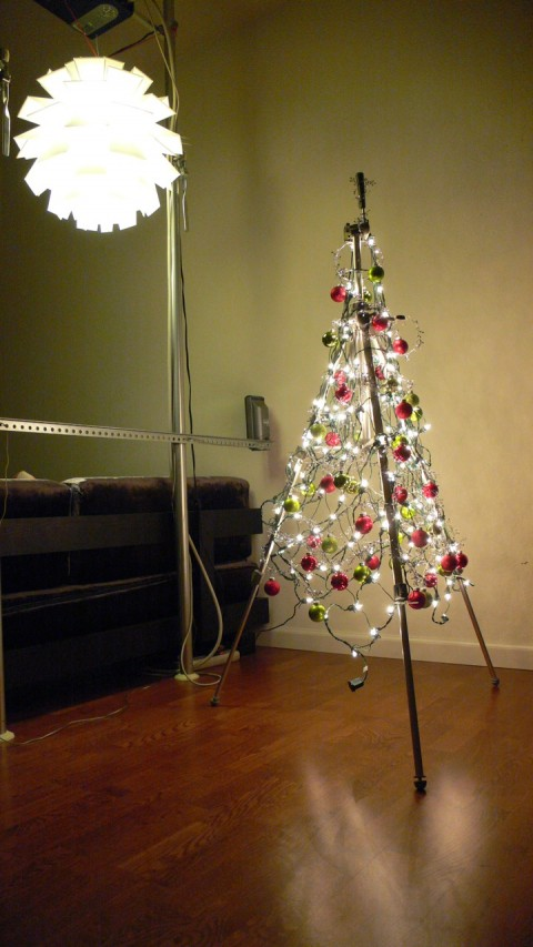 http://navidaddigital.files.wordpress.com/2010/11/minimalist_tree-480x853.jpg?w=480&h=853