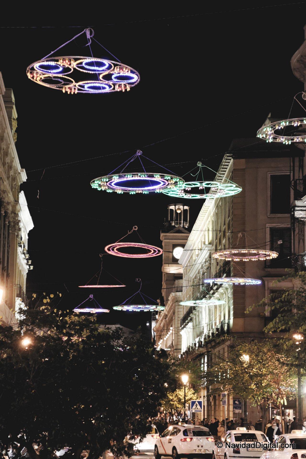 adornos luminosos en calle mayor