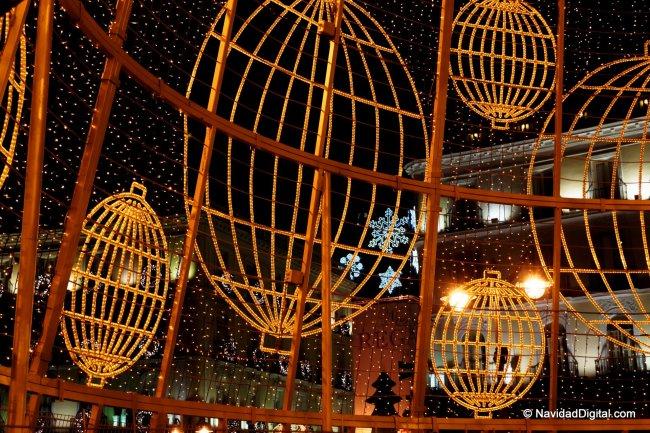 Desde dentro del arbol de Navidad de Madrid
