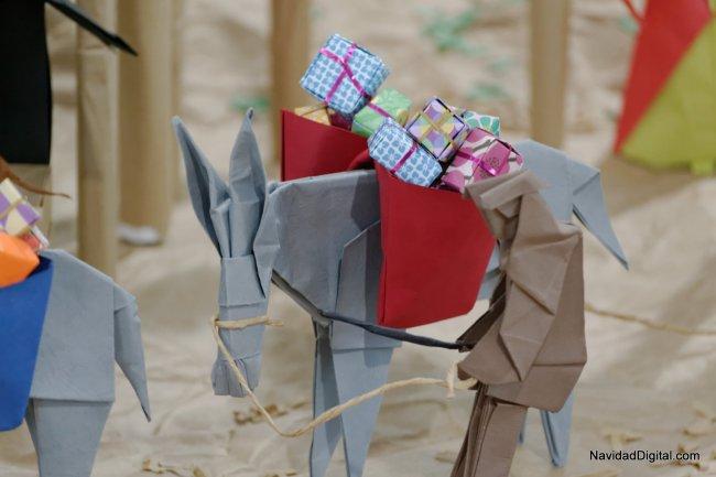 belen-papel-cargado-de-regalos