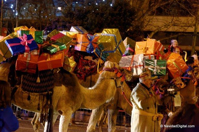 camellos-con-regalos